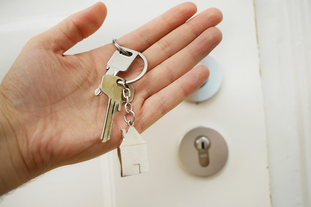 Ręka z kluczami do domu