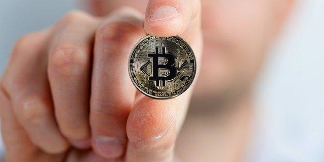 bitcoin w ręce
